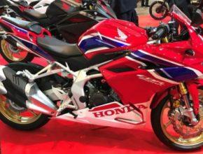 Honda_CBR250R_02_motorrevu.jpg