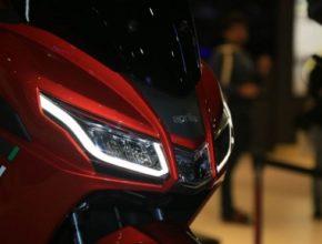 Piaggio-Aprilia-SRX-160-Front_motorrevu.jpg