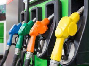 Pénteken tovább drágul az üzemanyag