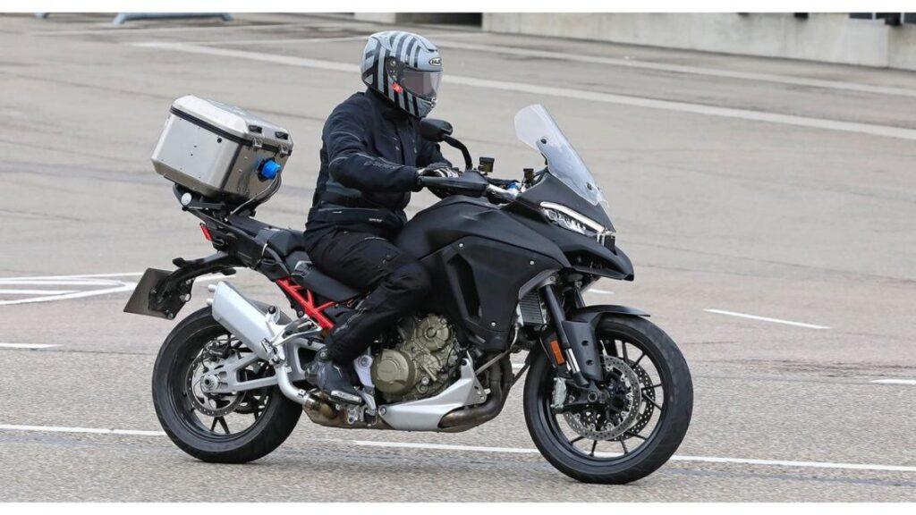 Kémfotón a Ducati Multistrada V4