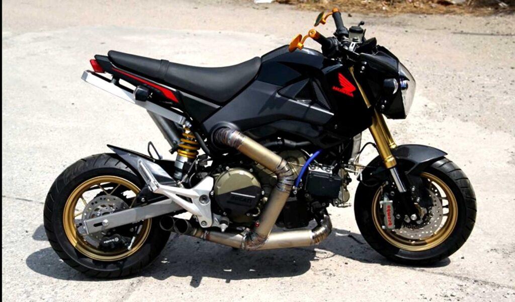 Amikor elgurul a gyógyszer: Honda Grom Ducati 1199 Panigale blokkal