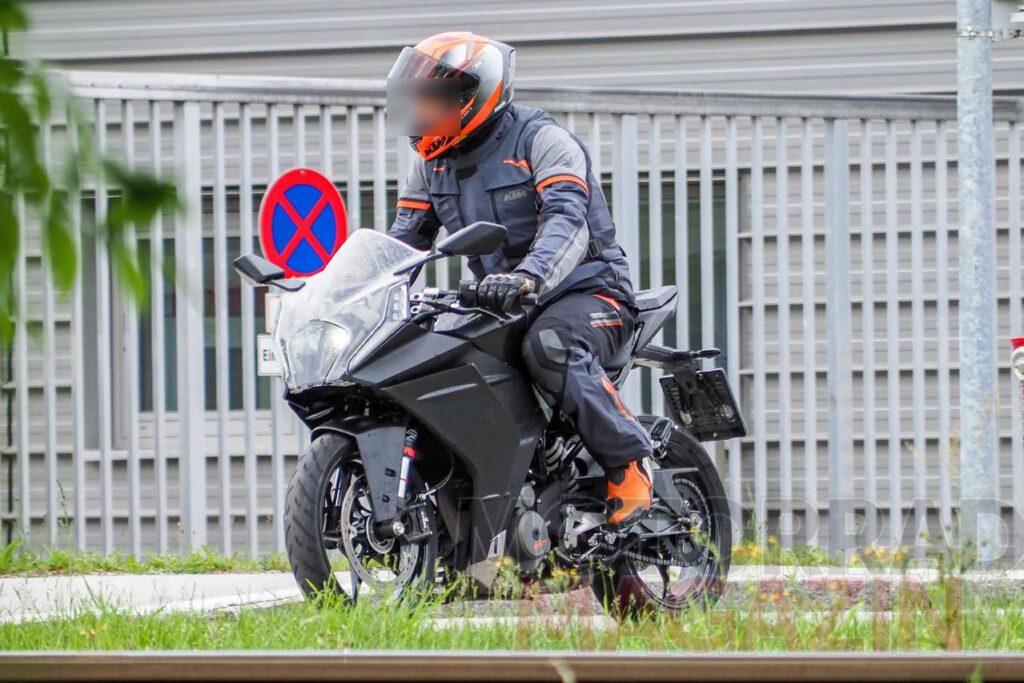 Kémfotón az új KTM RC390