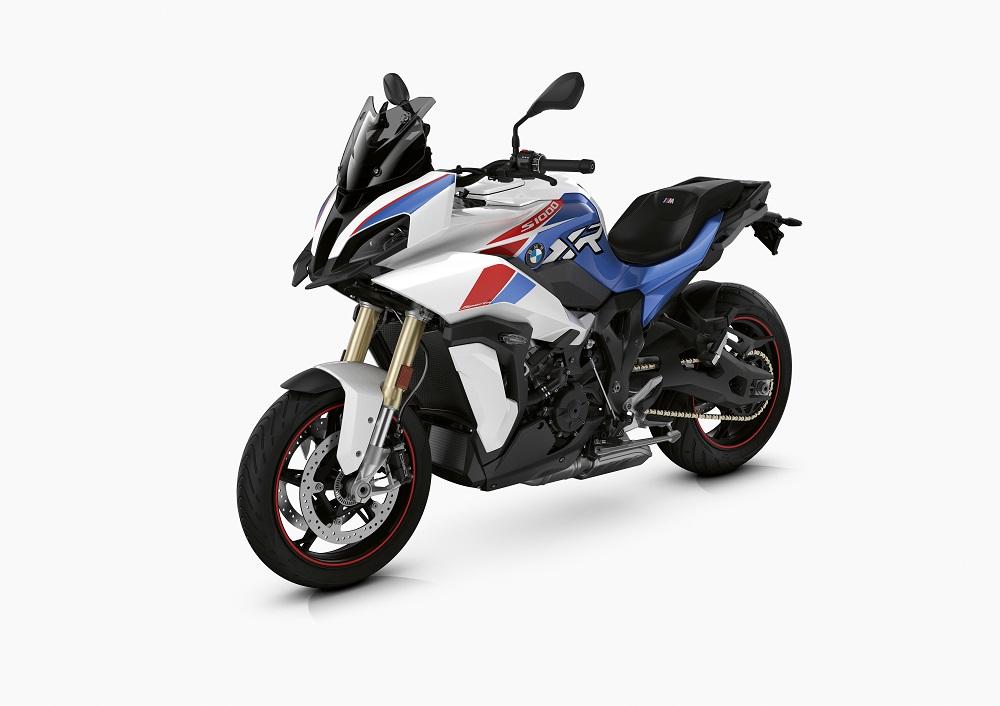 Új színek, új kivitelek, megújult alapfelszereltségek a 2021-es BMW modelleknél