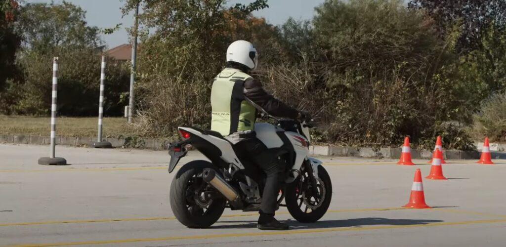 Új motoros tanterv: itt vannak a motoros oktatóvideók