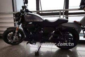 Kémfotón a 300 köbcentis Harley-Davidson